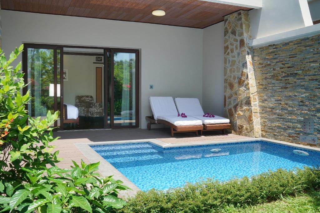 Pool Side Villa (BB)